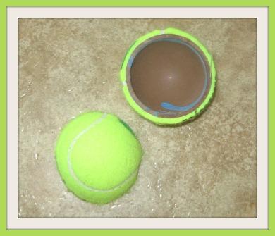 halkaistu_tennispallo